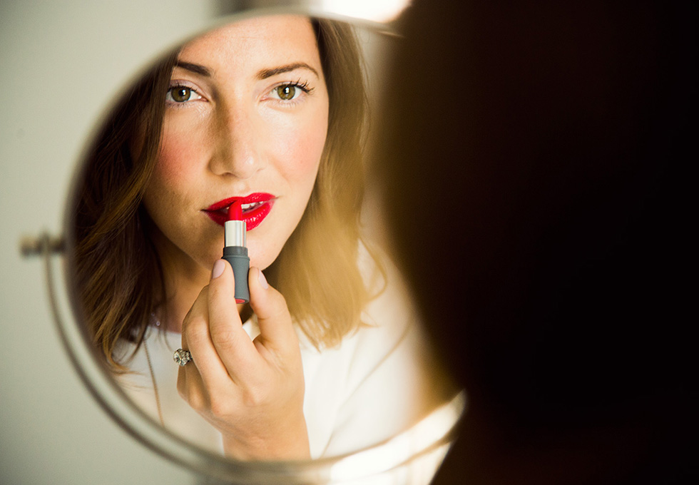 Co-founder of Stowaway Cosmetics, Chelsa Crowley, shows us three simple looks using their pocket size yet high quality cosmetics for the modern day woman on the go.